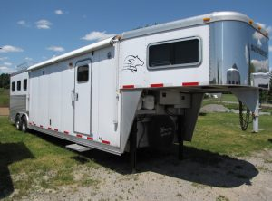 2008 SOONER 3 HORSE 15′ SHORTWALL